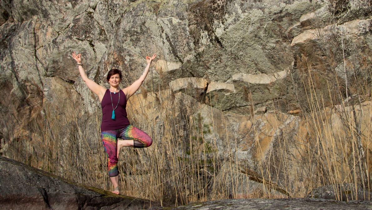 Pinja Sointu järjestää hatha-, yin-, metsä- ja ilmajoogaa Imatralla ja Lappeenrannassa.